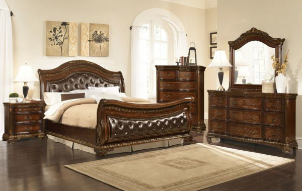 Picture of KING ARTHUR WALNUT CHEST